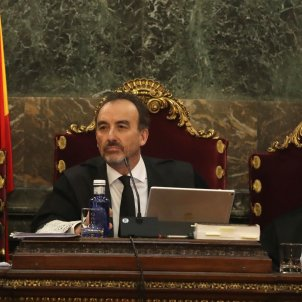 El magistrado Manuel Marchena (i) preside el tribunal, junto al juez Juan Ramón Berdugo (d),  Tribunal Suprem cas 1 O Efe