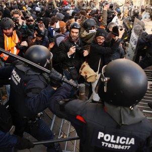 carregues manifestacio 21-d drassanes - sergi alcazar