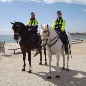 Policia muntada bcn -  foto wikimedia Toniher