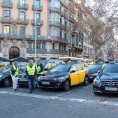 Els taxistes mantenen la seva protesta a la Gran Via de Barcelona