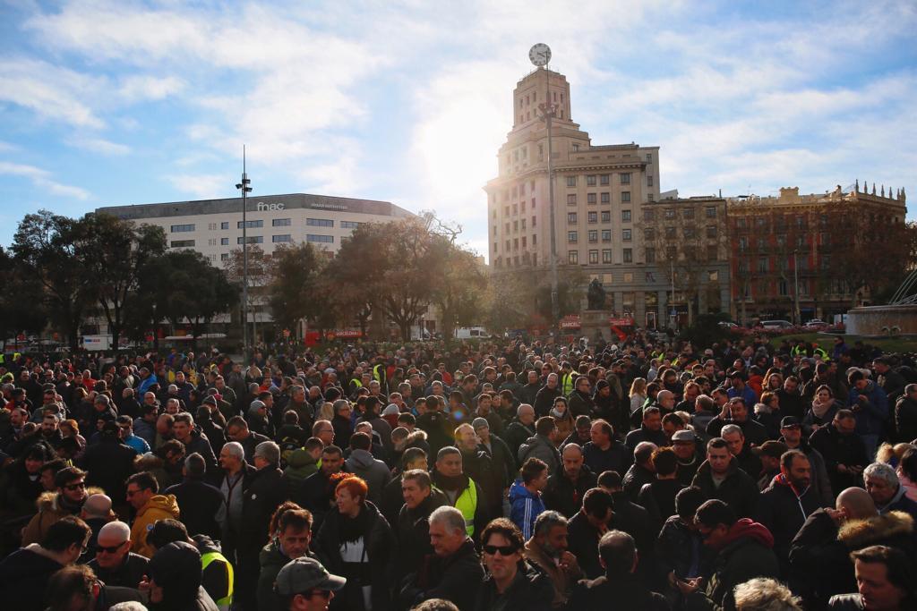 EL NACIONAL vaga taxistes plaça catalunya votacions - sergi alcazar
