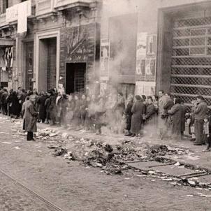 Cues de racionament. Dies immediatament posteriors a l'ocupació. Font The Spanish Civil War