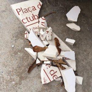 plaça 1 octubre Girona placa trencada   Lluc Salellas