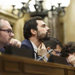 Mesa Costa Roger Torrent Parlament   Sergi Alcàzar