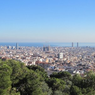 barcelona-ciutat-skyline-montjuic-paisatge-agbar-sagrada-familia-PIXABAY