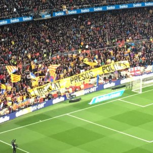 Pancarta llibertat presos politics Barca Madrid Bernat Aguilar