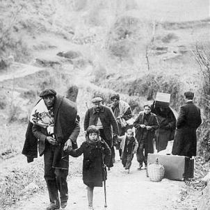 Les tropes franquistes completen l'ocupació de Catalunya. Refugiats republicans. Font L'Ilustration. Foto Roger Violet