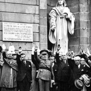 Primera advertència del règim franquista a la burgesia catalana. Autoritats franquistes a l'Ajuntament de Barcelona (1939). Font Federació d'Associacions de Veïns de Barcelona