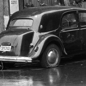 Cotxe roda punxada (Fortepan)
