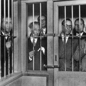 Test 45. Quan Espanya a sotmès Catalunya a judici. Fotografia del govern Companys a la Presó Model de Barcelona (1934). Font Ajuntament de Barcelona
