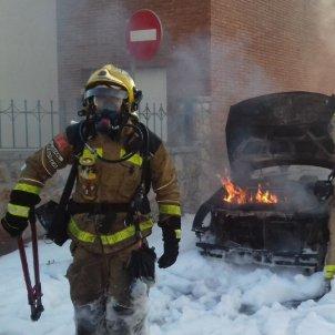 Bombers de la Generalitat incendi cotxe Girona