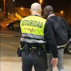 vigilant seguretat sants estació racisme - @ayoubelhdali