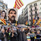 Manifestacio Gran Via Judici Proces cartells presos Cuixart - Sergi Alcazar
