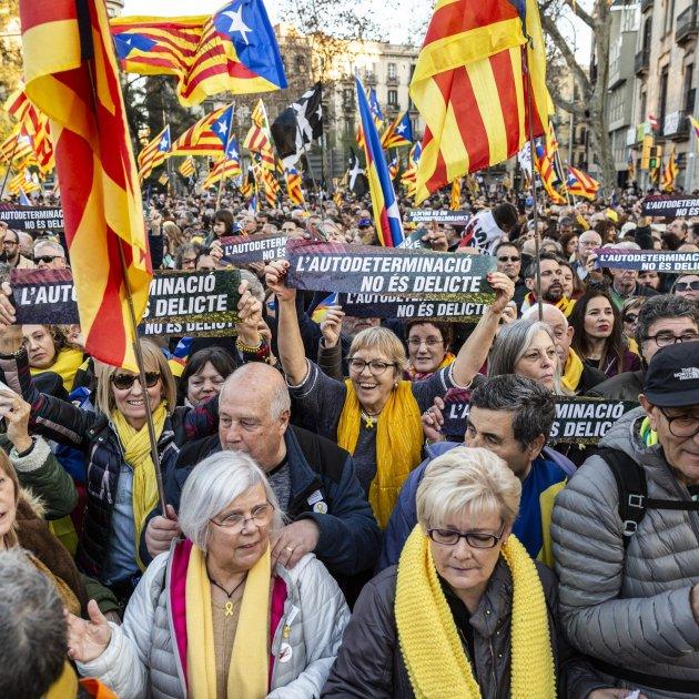 Manifestacio Gran Via Judici Proces bufandes grogues - Sergi Alcàzar