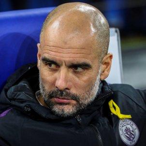 Pep Guardiola Manchester City llaç groc EFE