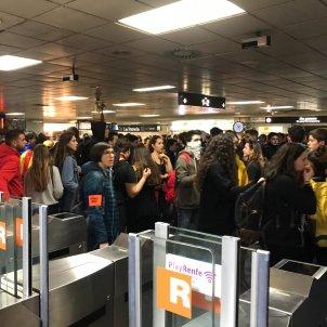 vaga 21 febrer vestíbul renfe plaça catalunya el nacional - carlota camps