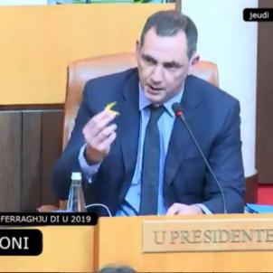 Gilles Simeoni llaç groc Assemblea Corsa