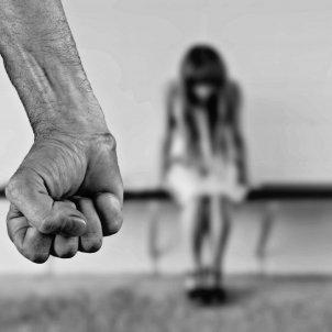 madre hija maltratador violencia genero pixabay