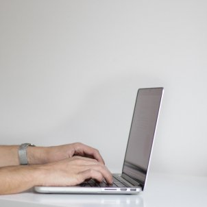 detenido terrassa videos pornograficos pixabay