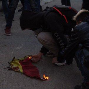 Crema bandera espanyola protestes Rei   Anton Rosa