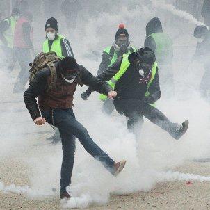 Armilles Grogues gas lacrimògen a Belfort, França (Pascal Maga)