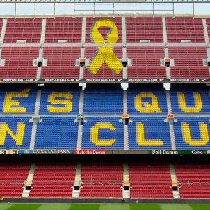 Barça Camp Nou llaç groc Foto Més que un llaç