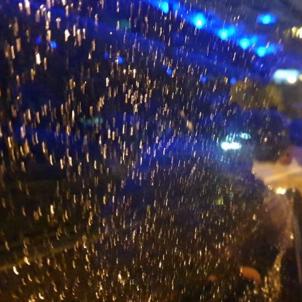 Vidre trencat autocar manifestacio 16m   Marta Bellés