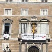 pancarta llaç blanc palau de la Generalitat EL NACIONAL