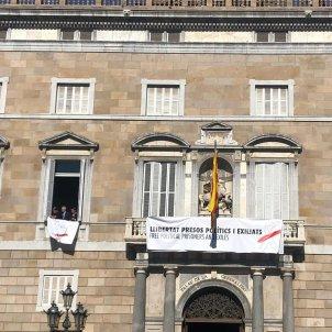 EL NACIONAL dues pancartes façana generalitat