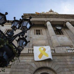 Llaça groc Ajuntament de Barcelona - Sergi Alcazar