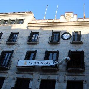 retirada pancarta Ajuntament Girona - ACN