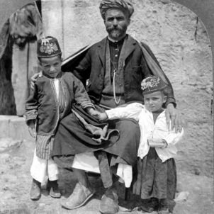 Palestina Father and children, showing costumes, Ramallah