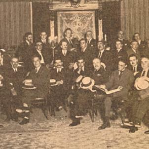 Es funda el Sindicat de Metges de Barcelona, el més antic d'Europa. Assemblea de la Mútua Médica (1921). Font Galeria Metges Catalans