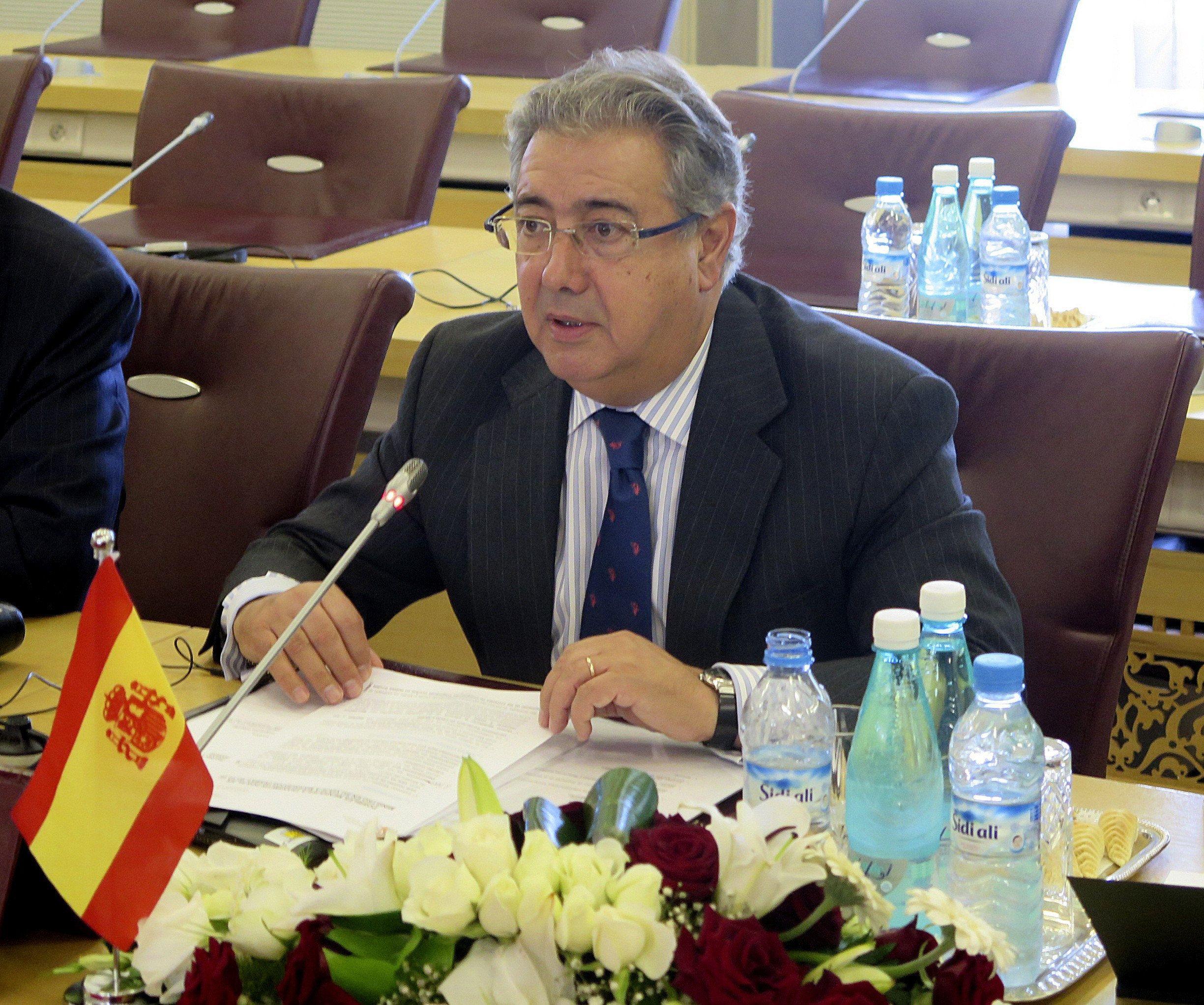 El ministre d 39 interior titlla de xantatge la cimera pel for Ministre interior