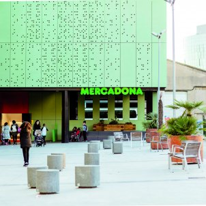 FOTOGRAFIA Supermercat Mercadona al carrer Veneçuela (Barcelona), reformat amb el nou model de botiga eficient