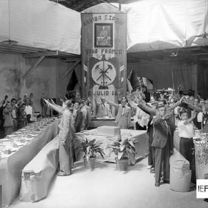 El regim franquista promet una feina a tots els seus excombatents. Dinar d'empresa. Font IEFC