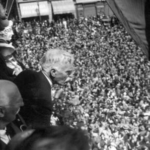 Francesc Macià proclama la República catalana. Font La Llança