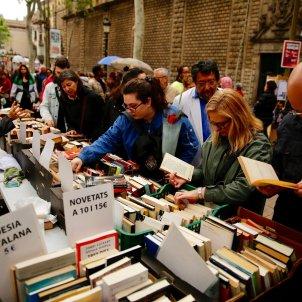 Ambient Sant Jordi parades rambla llibres  2019 Sergi Alcàzar