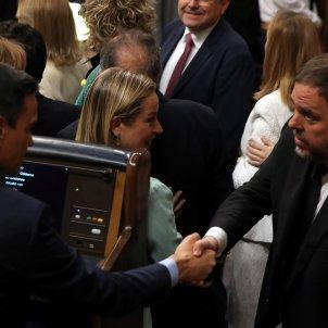 Pedro Sánchez Oriol Junqueras encaixada de mà, salutació, Constitució Congrés - EFE