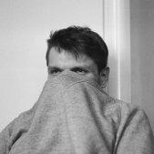 Dissimular, amagar se, amagat (Aleksandr Neplokhov, Pexels)
