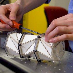 Modelo de origami que absorbe mejor impactos EP