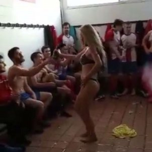 stripper llança xampany