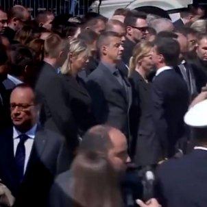 Valls negat salutació França