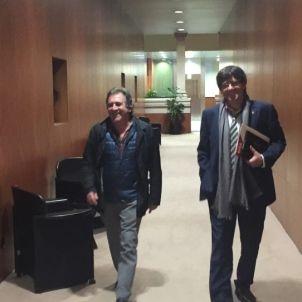 Pep Andreu i Carles Puigdemont, de l'AMI, en sortir de la reunió. /QS