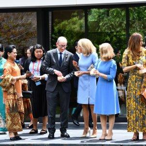 Parelles líders G20 donant menjar peixos -EFE