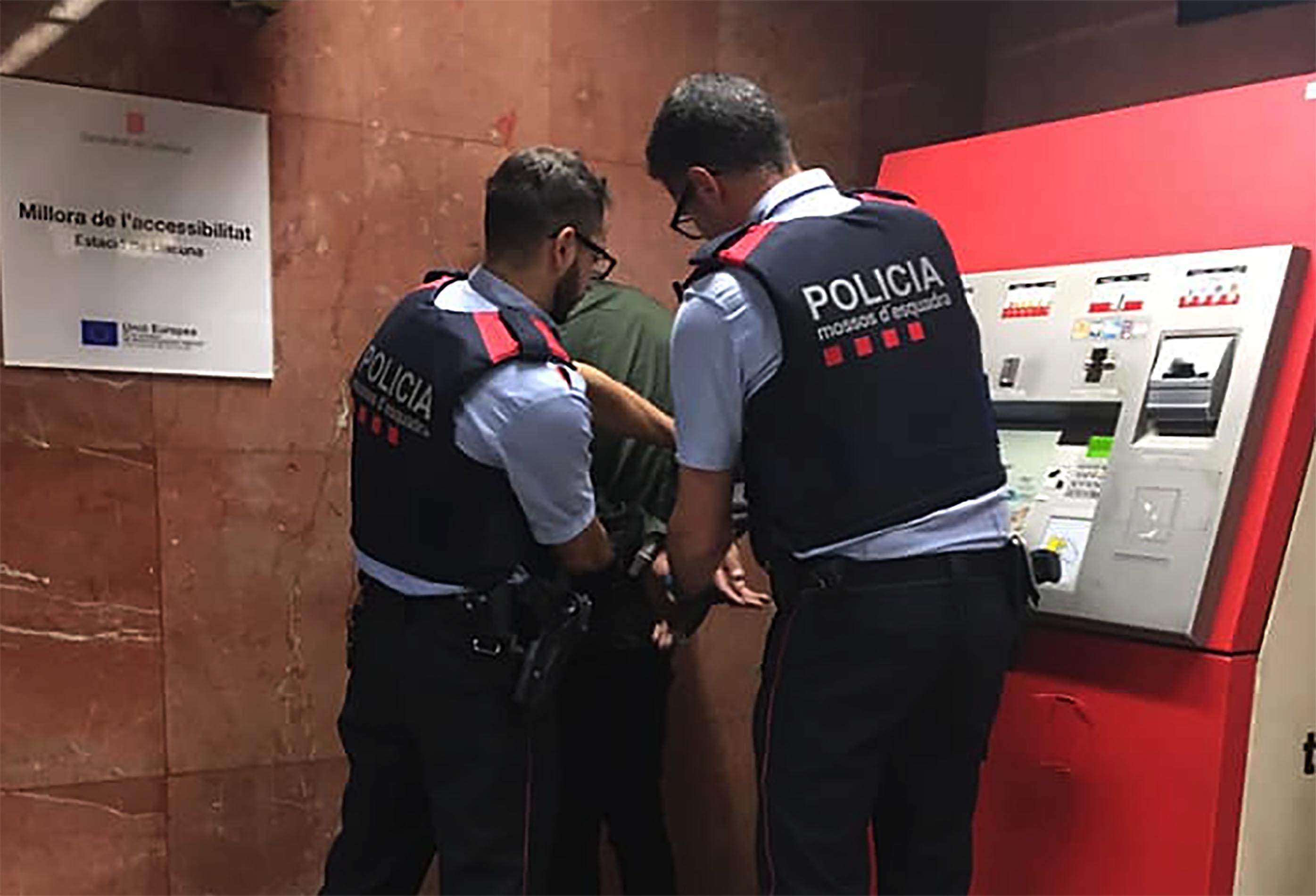 Detenció Mossos carterista metro Barcelona