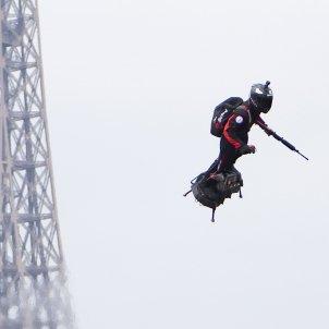 Soldat volador París EFE