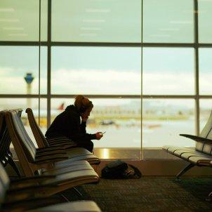 aeropuerto esperando unsplash