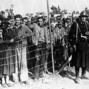 França fa pública la xifra de 500.000 refugiats republicans. Camp de concentració d'Argelers (1939). Font Ajuntament de Badalona
