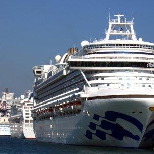 Tres creuers amarrats al moll del Port de Barcelona ACN